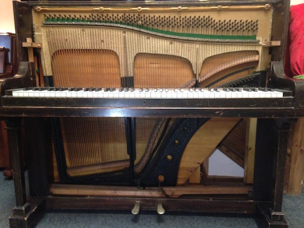 Straight strung piano
